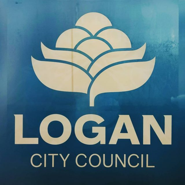 🌄This week we're working on some printing for Logan City Council. Market umbrellas need their logo to look great and draw attention at events and functions.  Contact us for a solution to your branding! 🤓  #logancitycouncil #marketumbrella #businessbranding #eventspublicity #localcouncil #livelocallovelocal #specialityprinting #logoprinting