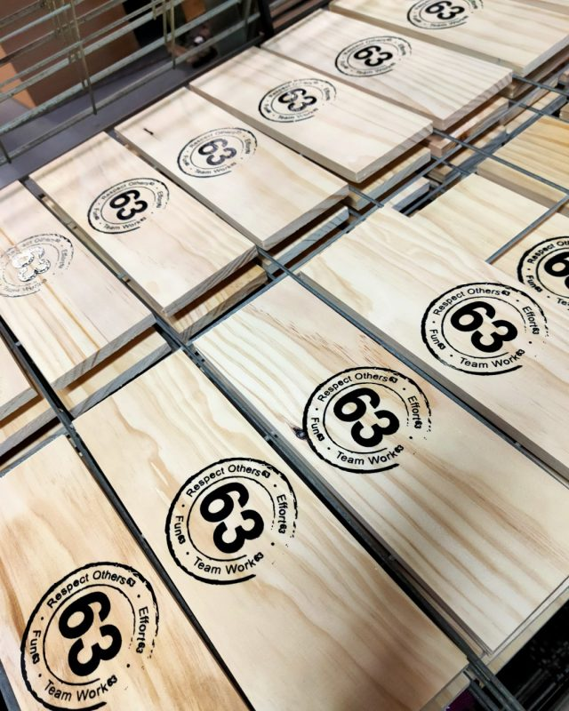 Those wooden planks from yesterday… are beginning to turn into something now. The rain on the shed roof provides a nice chilled background for repetitive jobs and the good clean print going onto the timber is so satisfying 💪 Happy hump day! #screenprinting #timberprinting #brisbanesmallbusiness #logoprinting #printingforbusinesses #shopsignage